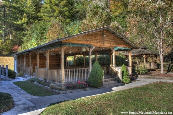 Smoky Mountain Mansion: Pavilion Area open air or heated