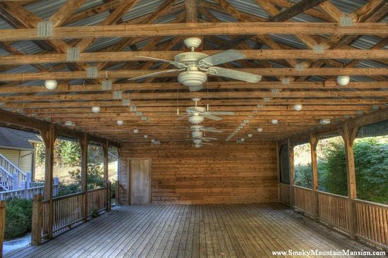 Smoky Mountain Mansion: Pavilion Area Open or Heated