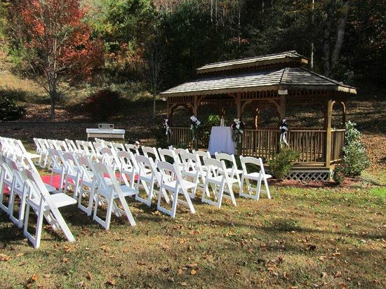 Smoky Mountain Mansion : Gazebo area setup for wedding