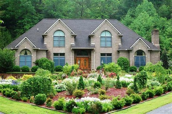 Smoky Mountain Mansion: Mansion Exterior in Spring