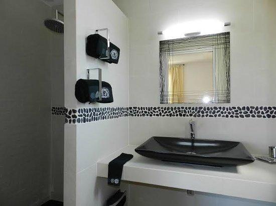 Le Hameau de la Crique de l'Anglaise : Bathroom