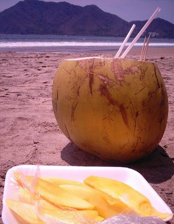 Manzanillo Bay : venta ambulante de cocos mmm