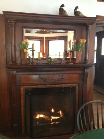 Orient Inn: Fireplace in Dining room