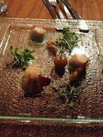 24 Bar and Grill: scallop starter