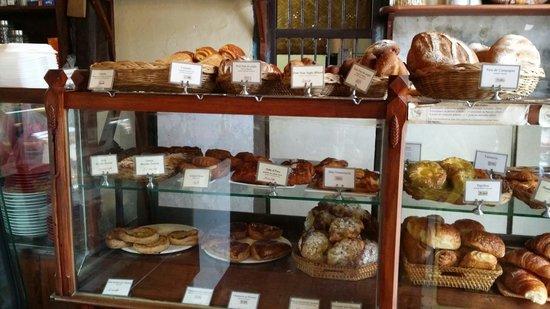 Le Banneton Cafe : breads