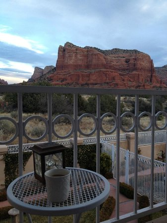 Canyon Villa Bed and Breakfast Inn of Sedona: morning coffee