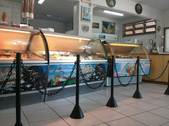 Sorveteria Italiana Monte Pelmo: 3 freezers de sabores diferentes