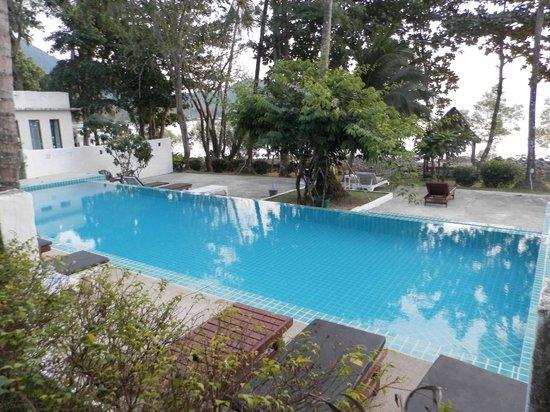 Warapura Resort: бассейн
