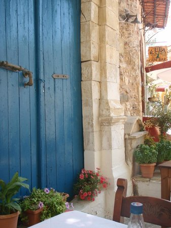 Taverna Geronymos: Blue door