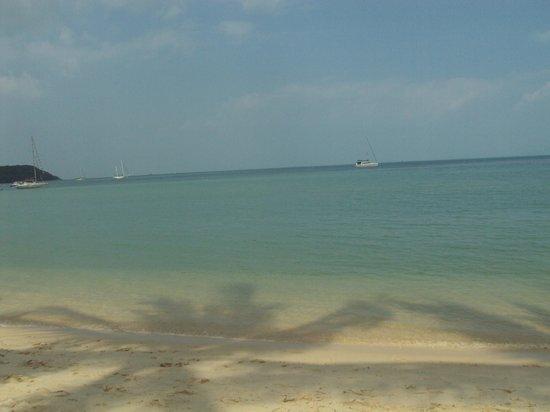Secret Garden Beach Resort : plage devant