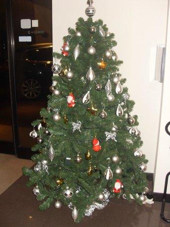 Hotel Milano : Холл отеля в новый год