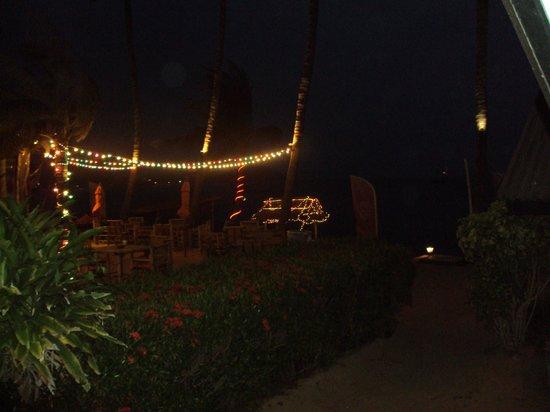 Secret Garden Beach Resort : restaurant de nuit