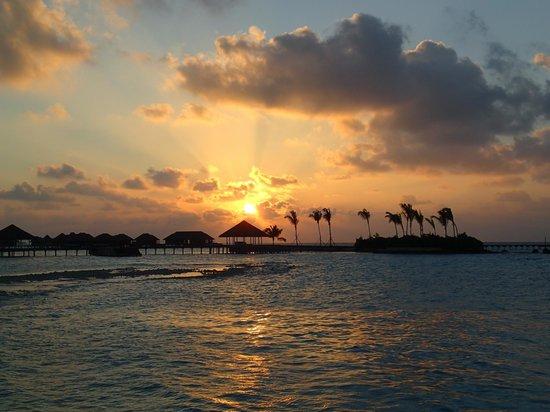 COMO Maalifushi, The Maldives : Deck principale:tramonto