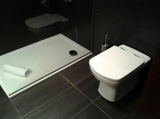 Hotel Villa Emilia : Detalle del baño