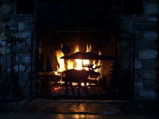 Lopstick : The fireplace in Cabin 3