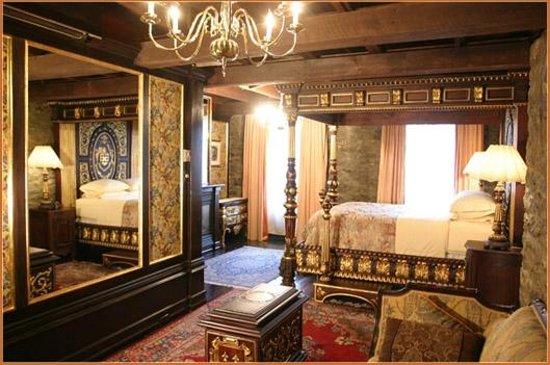 Картинки по запросу Pierre du Calvet Hotel