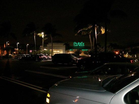 Florida Beach Hotels: Comércio bem próximo