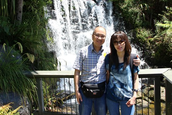 Rainbow Springs Nature Park : With my wife at the small waterfalls near the exit gate