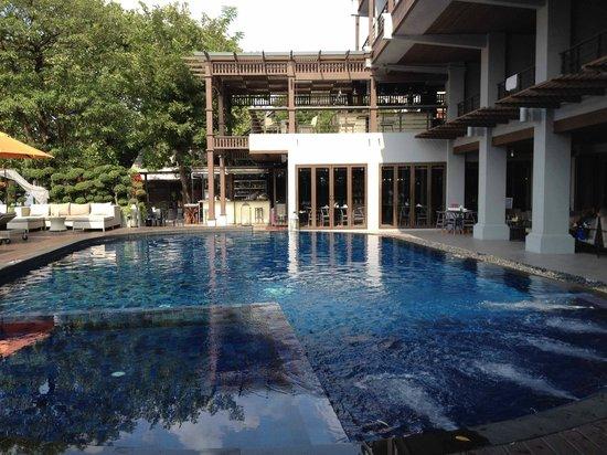 Zona piscina picture of riva surya bangkok bangkok tripadvisor - Hotel bangkok piscina ...