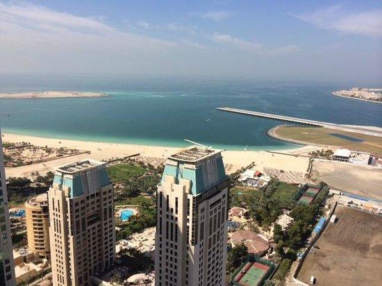 Grosvenor House Dubai: Plage du Méridien depuis Tower 2 - 41 ème étage