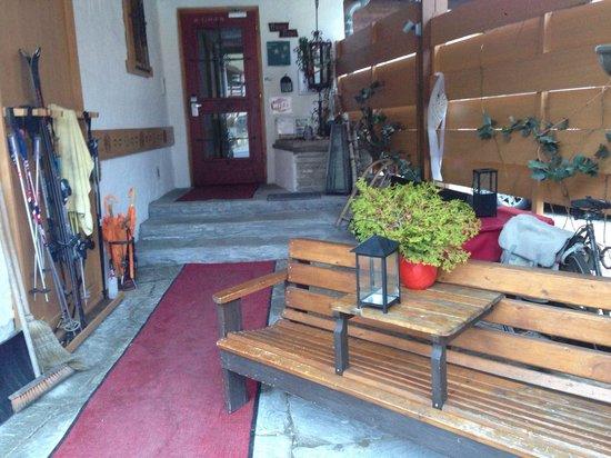 Haus Tirol Kaprun: Entrance