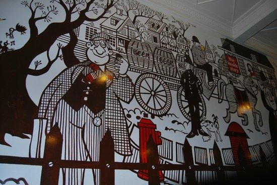 Cafe Mondegar : The painted walls of Mondegar