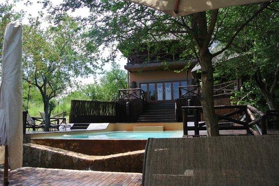 Naledi Game Lodges : Lodge and Pool