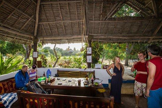 Mafia Island Lodge: Depuis le centre de plongée