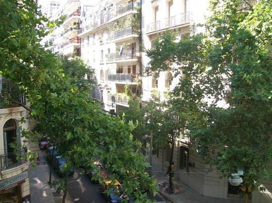 Epico Recoleta Hotel: Vista para a rua.