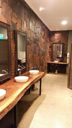 Yvy Hotel de Selva: Baño de la recepcion