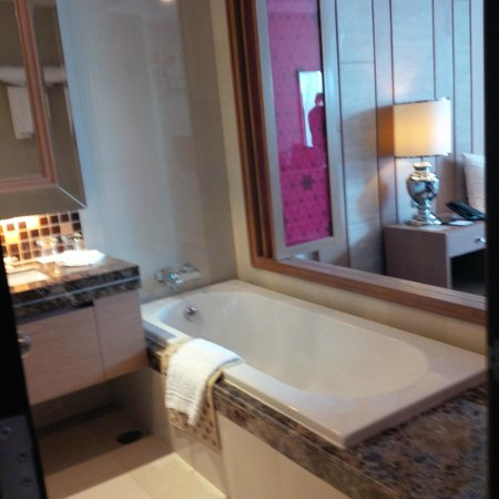 The Berkeley Hotel Pratunam: sdb