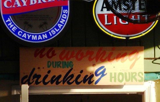Coconut Joe's Beach Bar & Grill: Funny sign