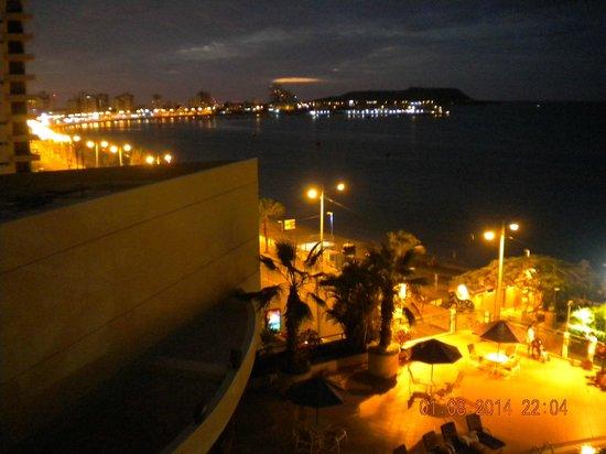 Barcelo Colon Miramar: Vista del malecón desde la habitación