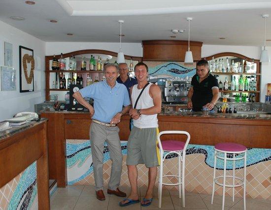 Ambasciatori Hotel: in the lobby with the staff