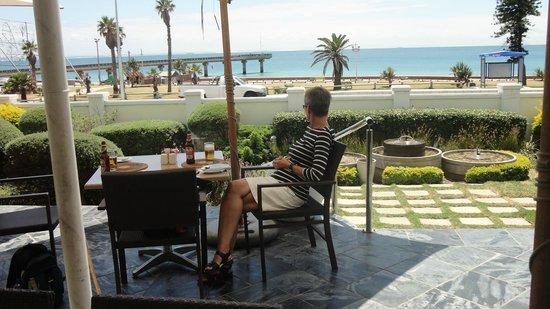The Beach Hotel: Hotellets veranda