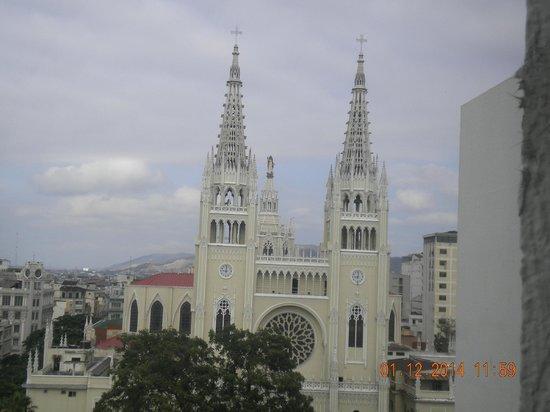 Continental Hotel : Vista de la Catedral desde la habitaciçon