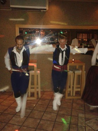 Dielefsis Scandinavian Dj Bar: Traditionelle græske dansere