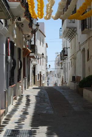 Castillo de Casares: Another decorated street!