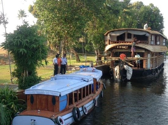 Citrus Retreats Alleppey: hotel boat house and boat