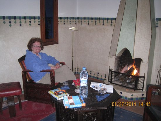 Riad Moucharabieh: Fireplace