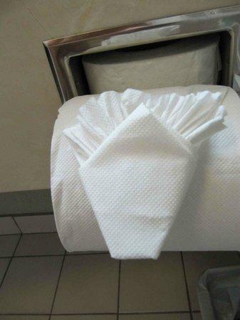 Hampton Inn & Suites by Hilton San Jose Airport: Toilet Paper