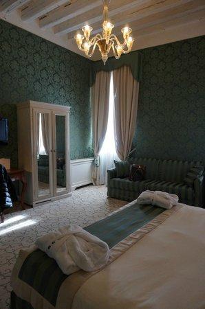 UNA Hotel Venezia: Our Room - executive