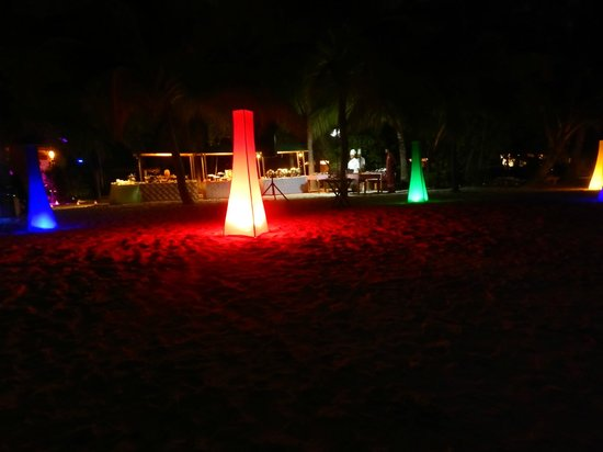 Vilamendhoo Island Resort & Spa: full moon meal