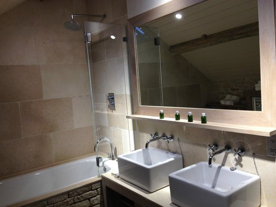 Bathroom picture of the wild rabbit kingham tripadvisor for Wild bathrooms