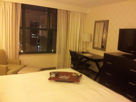 Hampton Inn & Suites Chicago - Downtown: King bed room