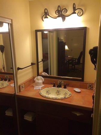 Best Western Rose Garden Inn: Lovely Sink Area