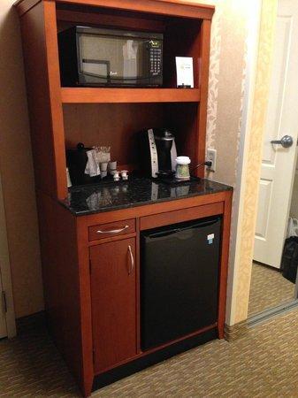 Hilton Garden Inn Lakewood: Microwave, coffeemaker, and mini-fridge