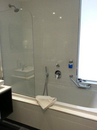 db Seabank Resort + Spa: Bathroom