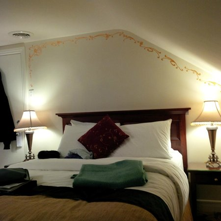 Le Manoir d'Auteuil: My charming attic room