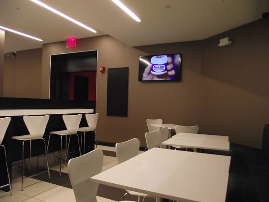 Broadway at Times Square Hotel: breakfast room